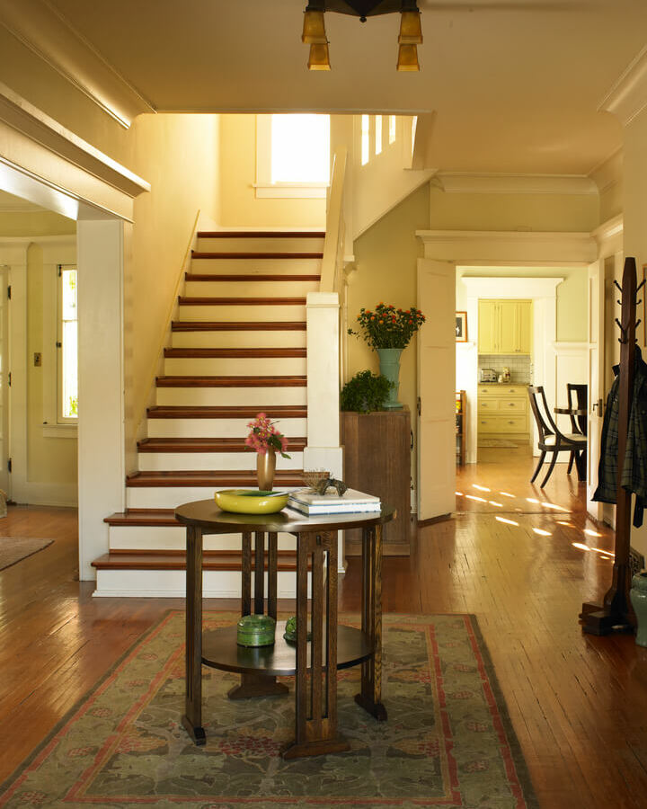 craftsman-house-colors-staircase